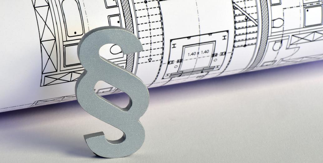 Gesetzeszeichen vor einem Grundriss für eine Wohneigentumsimmobilie